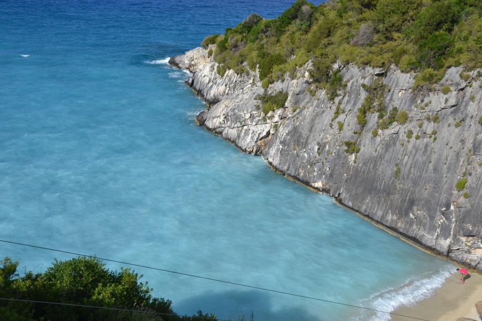 Źródła siarkowe Xigia to mała kameralna plaża