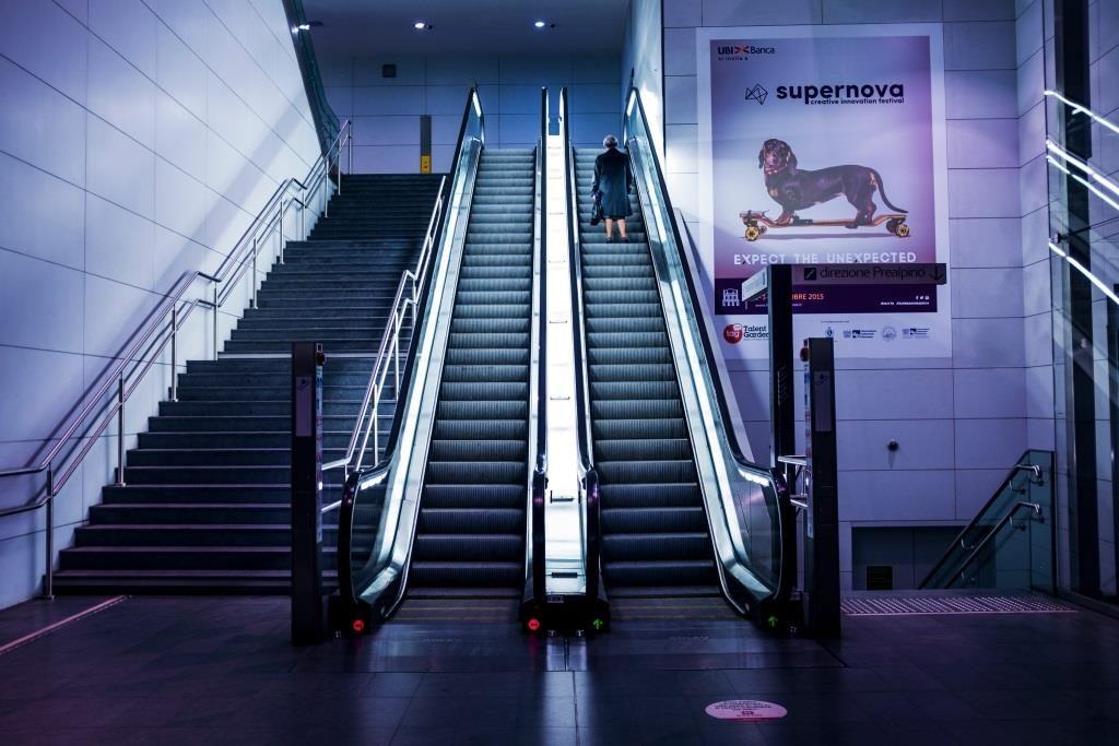 Winda, schody ruchome, czy schody?