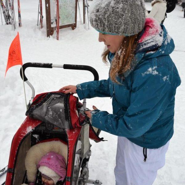 Zbieraj się, biegówki z niemowlakiem, dziecko w przyczepce Chariot Coguar 1