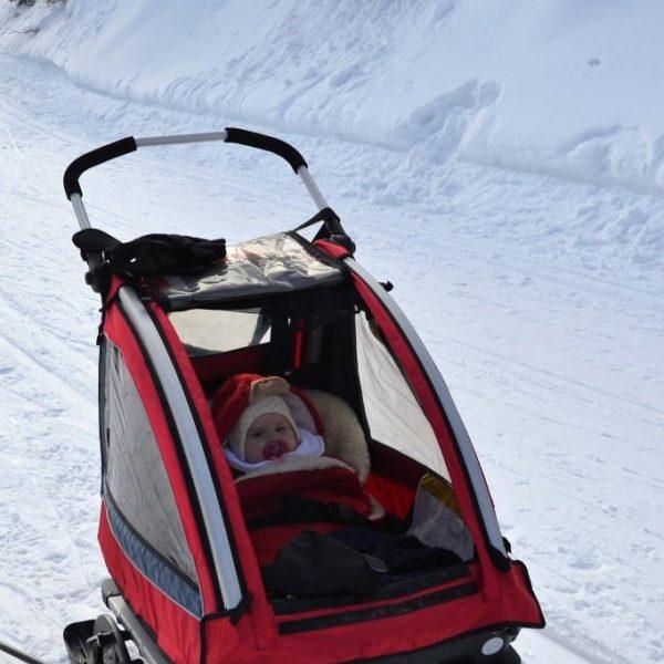 Zbieraj się, biegówki z niemowlakiem, dziecko w przyczepce Nordiccab