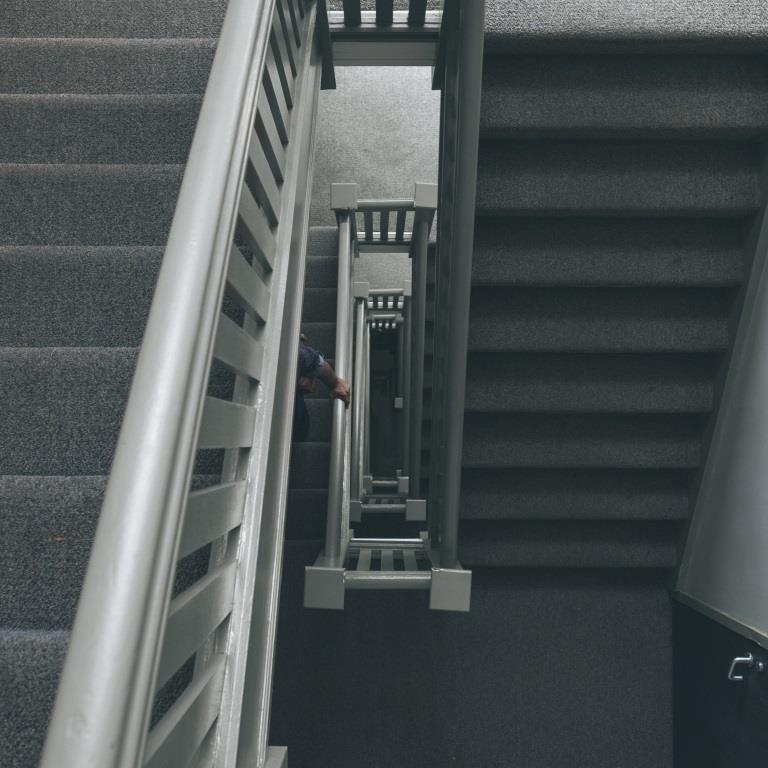 Klatka schodowa, idealne miejsce na szybki trening.