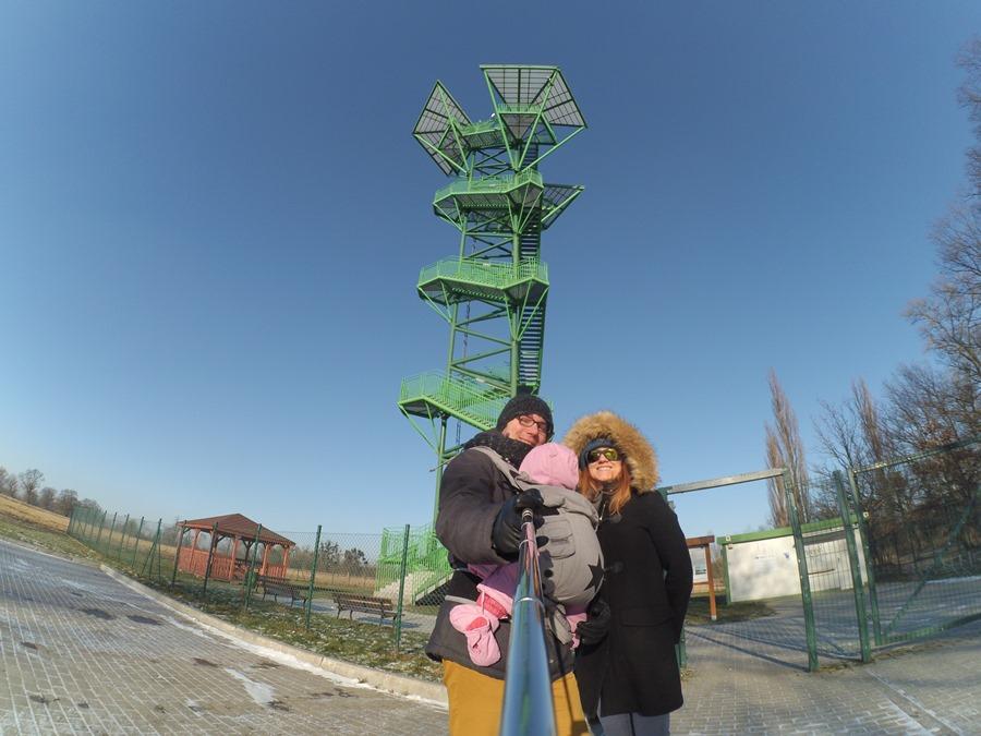 Wieża widokowa wKotowicach zdzieckiem wnosidle