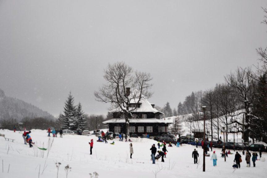 Zimą to doskonałe miejsce na zabawy na śniegu.