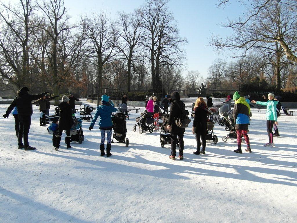 Zbieraj się. Trening rodziców z wózkami odbył się w Parku Południowym we Wrocławiu.