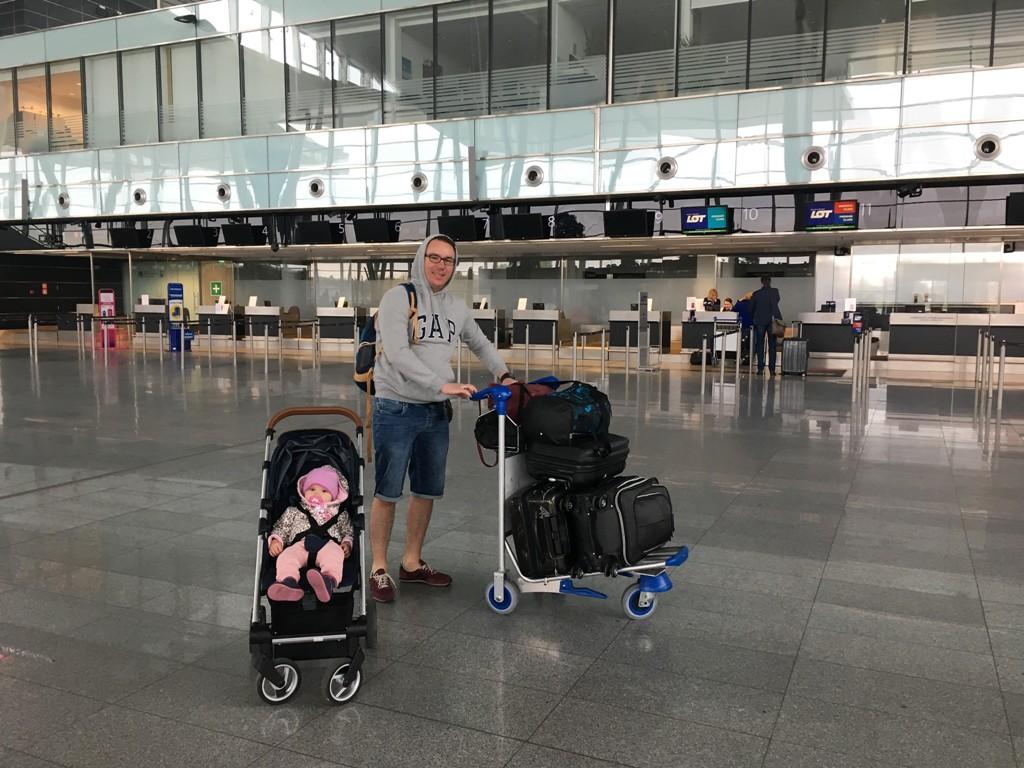 Pierwszy etap podróży, lotnisko we Wrocławiu