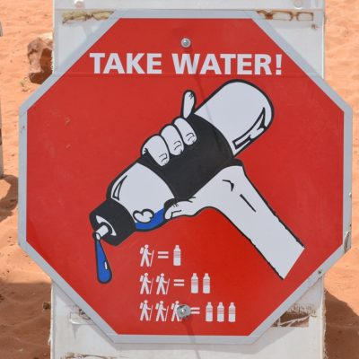 na pustyni niezbędna jest woda, zbierajsie.pl