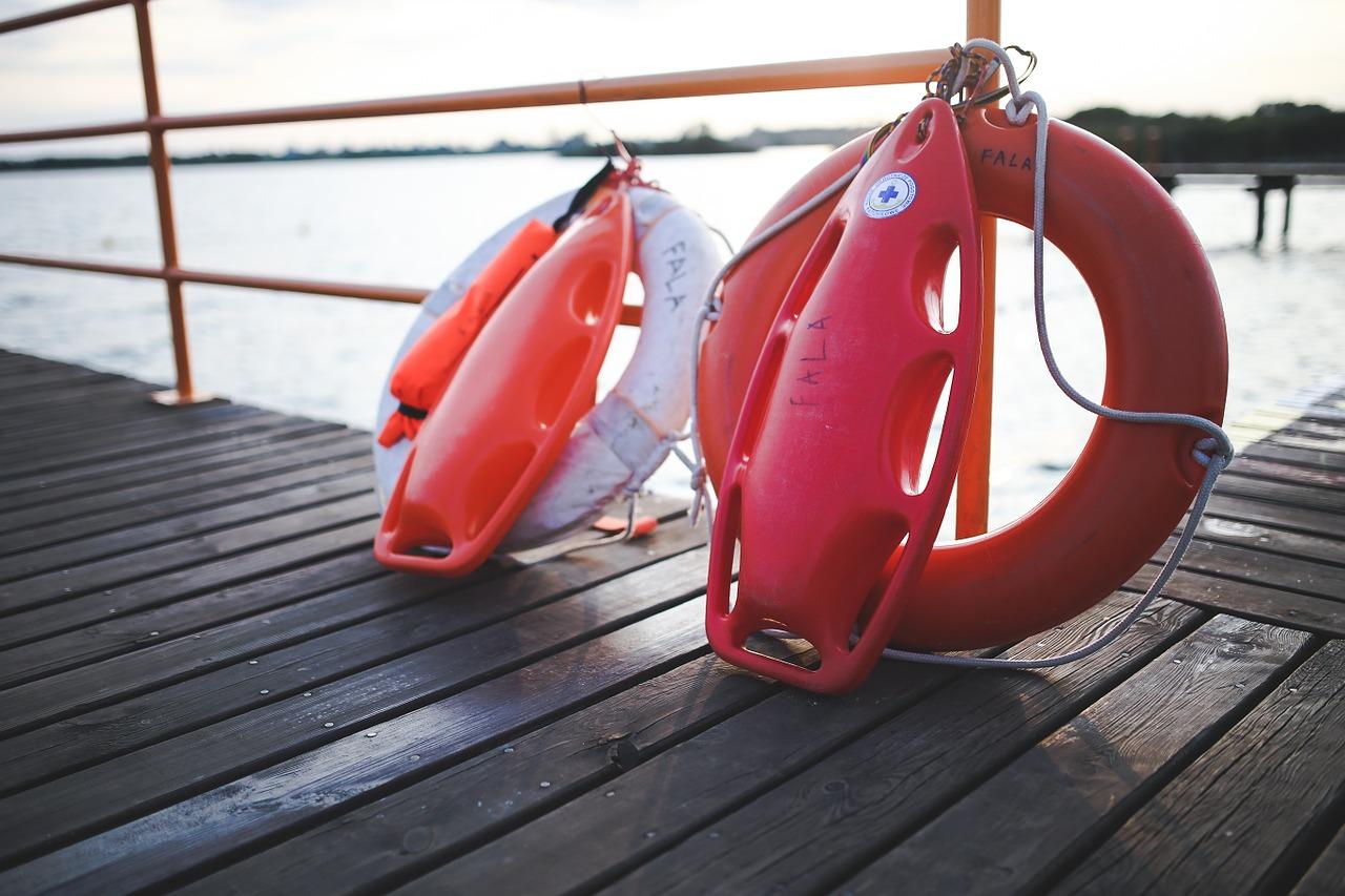 kolor-flagi-na-plazy-zbierajsie-morze-kapielisko (3)