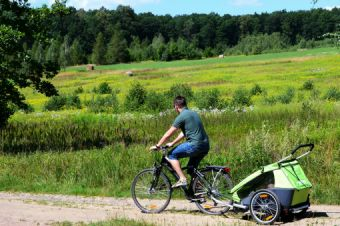 Czy można dojechać na Zamek Cisy z przyczepką rowerową?
