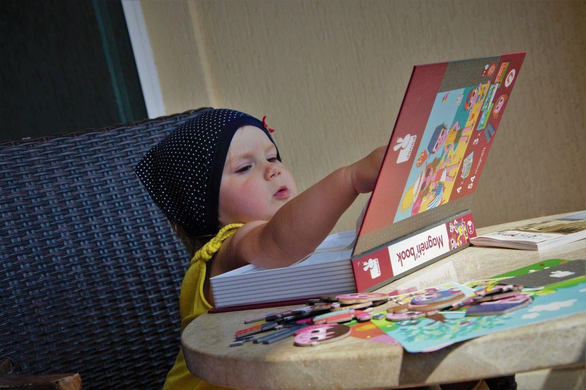 Zabawki dla dwulatki_ Układanka Janod Magnetibook Pory roku (5)