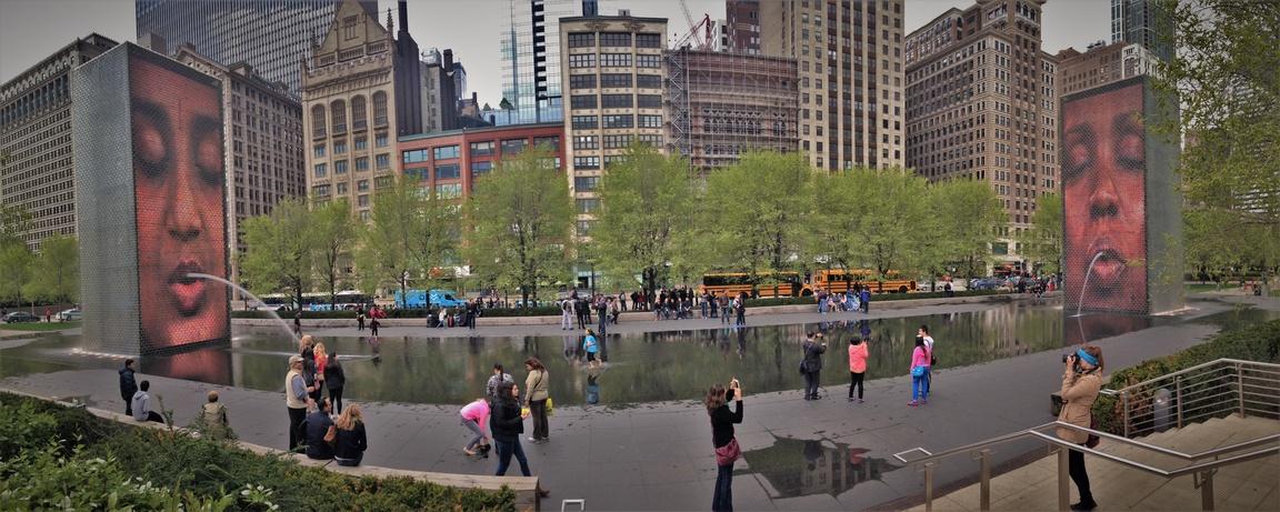Crown Fountain, na niej zobaczysz kro mieszka w Chicago