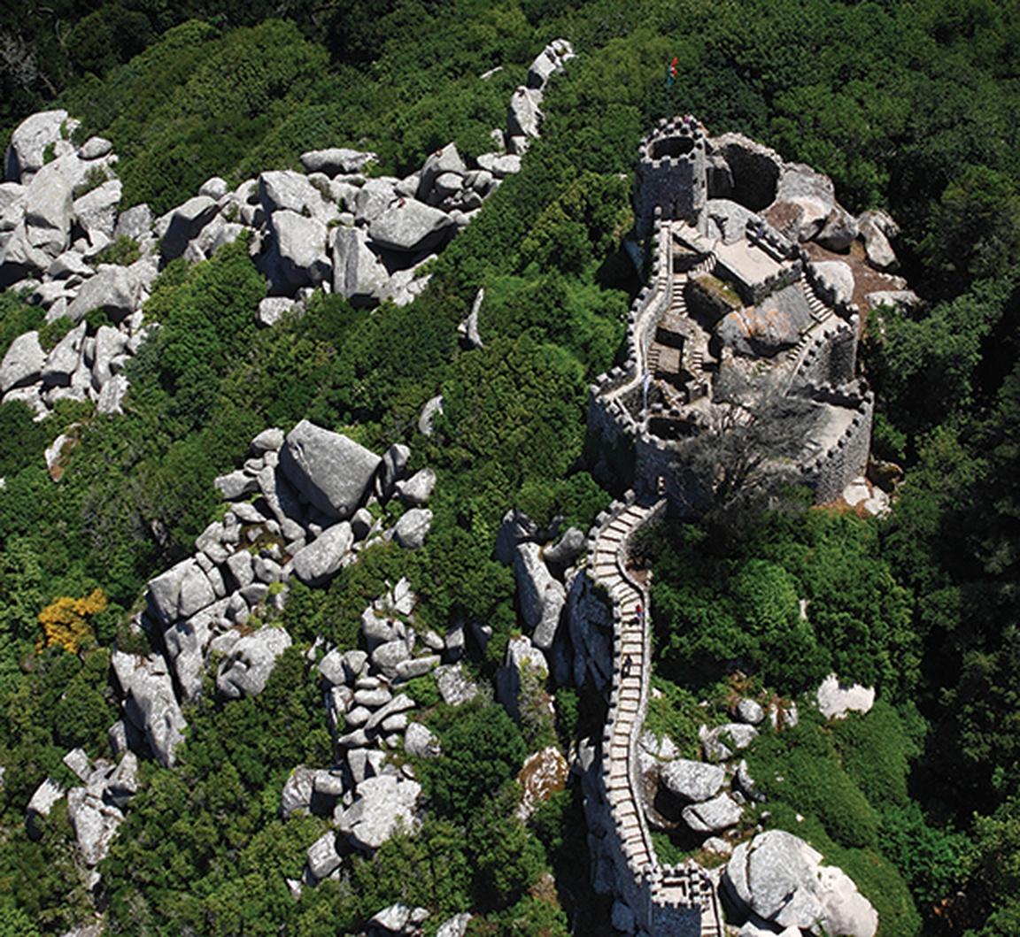 Portugalia, Sintra, zamek maurów fot. parquesdesintra (12)
