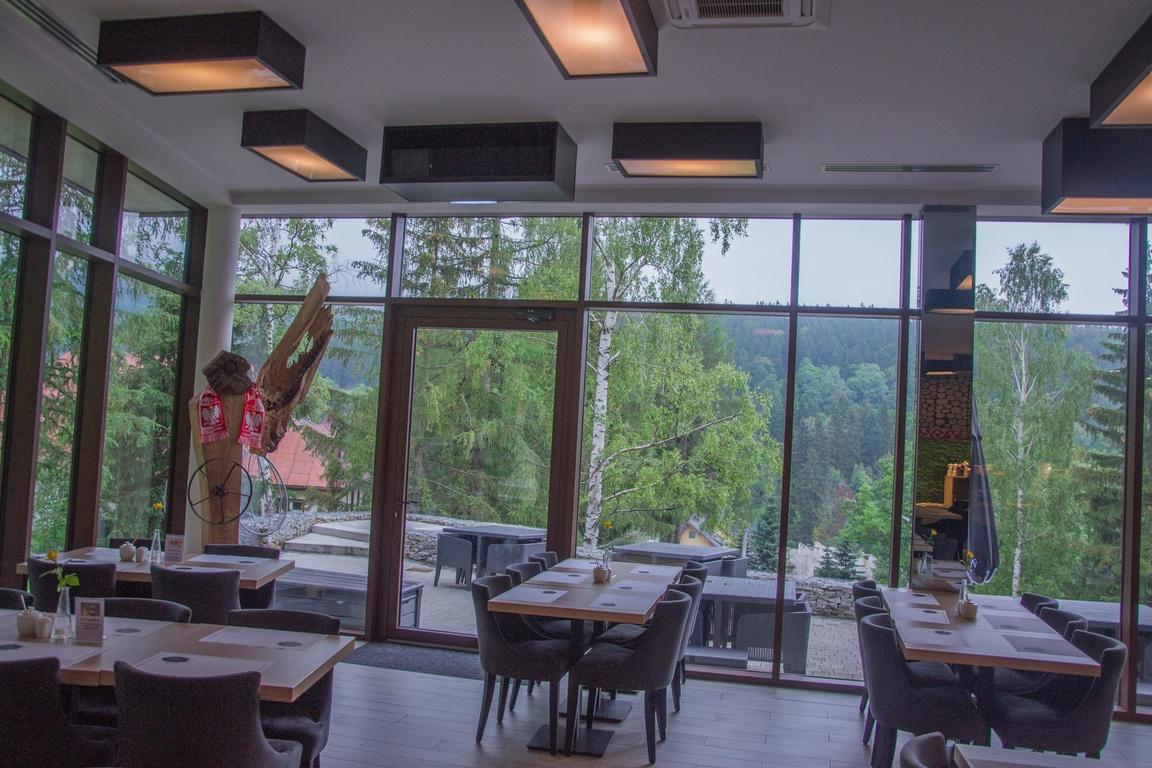 restauracja_czarny_kamien_hotel_w_szklarskiej_porebie_zbierajsie