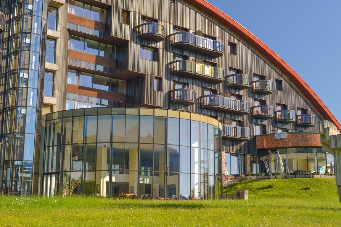 hotel_monfort_tatry_zbierajsie_sciezka_w_koronach_drzew_bachledka_slowacja