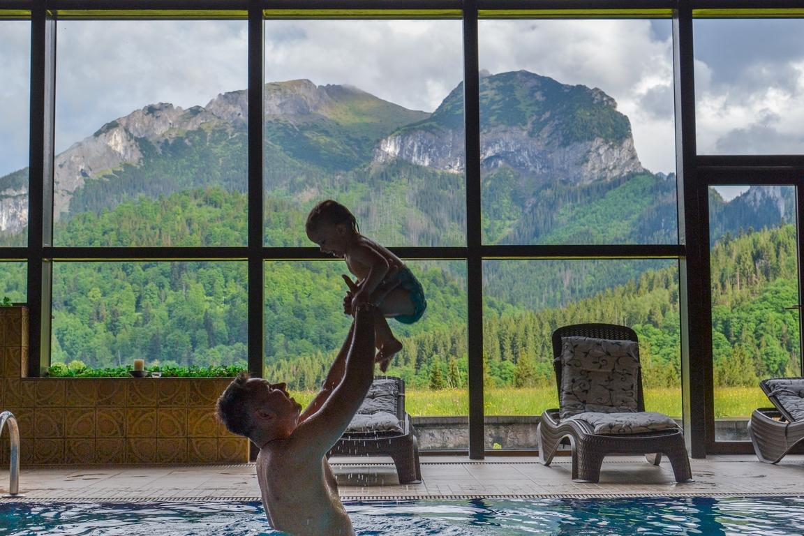hotel_monfort_tatry_zbierajsie_sciezka_w_koronach_drzew_bachledka_slowacja_basen
