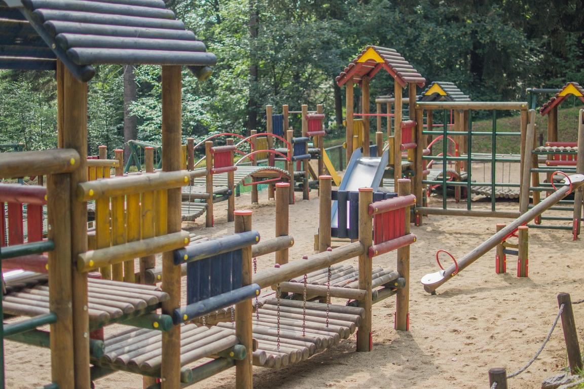 plac_zabaw_Dinopark_w_szklarskiej_porebie_atrakcje_dla_dzieci_w_karkonoszach