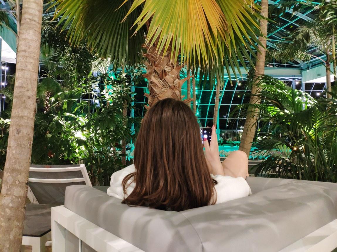 relaks w cieniu palm Suntago