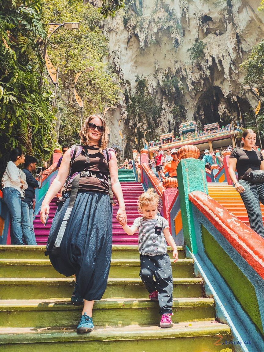 schody_batu_caves_podroz_do_Singapuru_i_Malezji_z_dzieckiem (16)