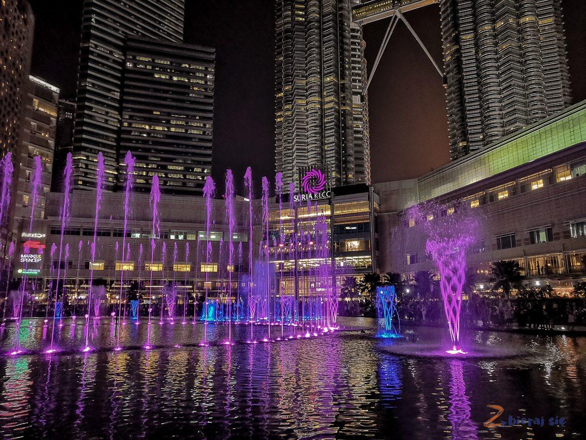 fontanna przy KLCC _ Kuala Lumpur zdziećmi