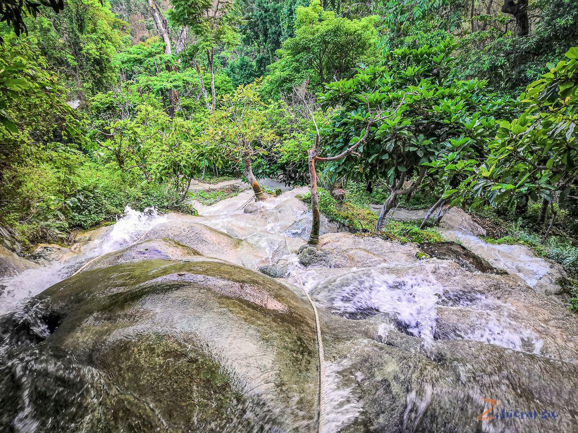 podroz_do_azji_zbierajsie_sticky_waterfall_tajlandia_chiang_mai