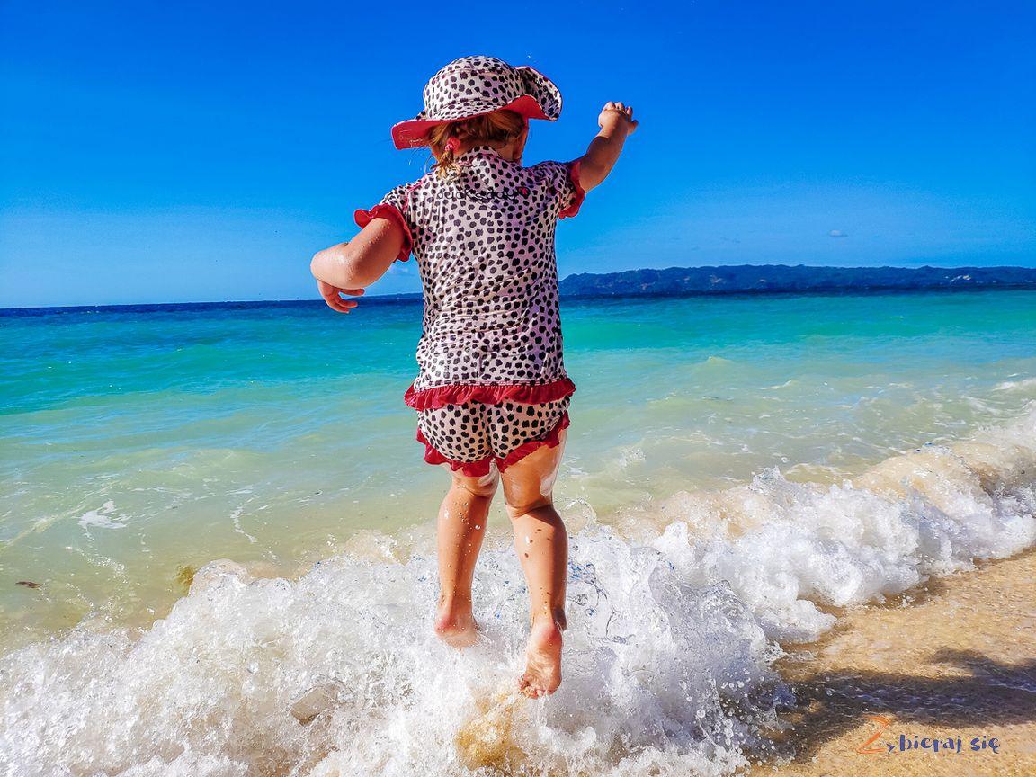 stroje_kąpielowe_dla_niemowląt_z_filtrem_UV_zbierajsie_wakacje_ochrona_przeciwsloneczna (3)
