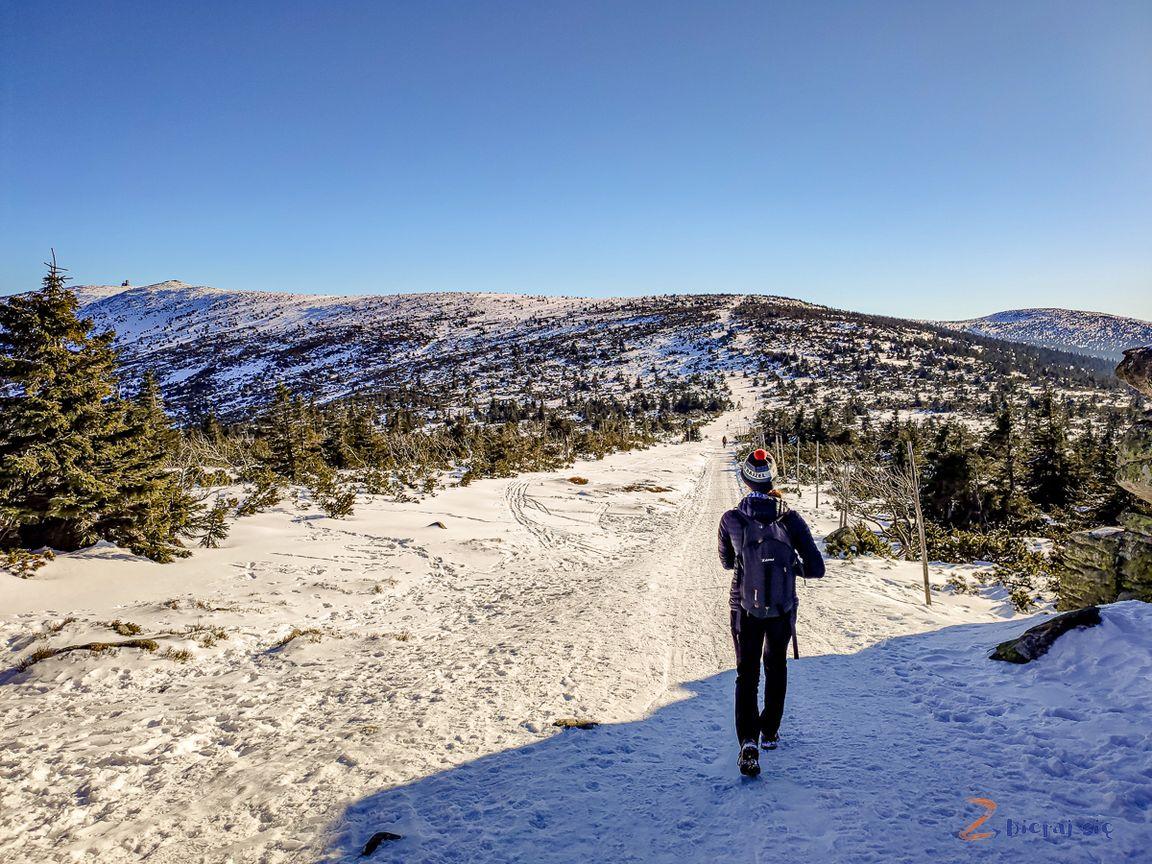 w drodze naŚnieżne Kotły zimą