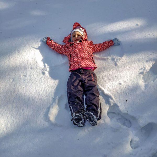 nie tylkosanki naDolnym Śląsku zimą _ aniołki wśniegu