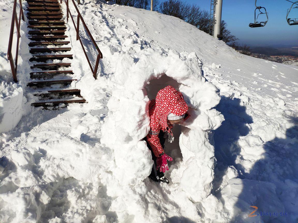 budujemy iglo, zima 2020_ nietylkosanki naDolnym Śląsku zimą _