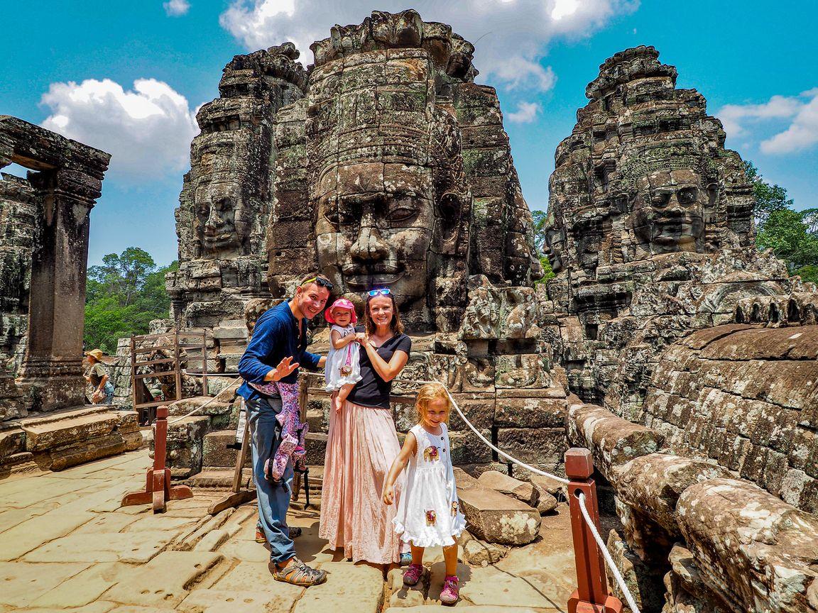 Rodzina Zbieraj wAngkor wKambodży