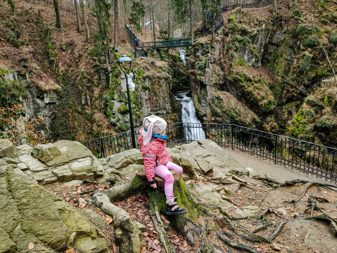 skałki przy wodospadzie Wilczki