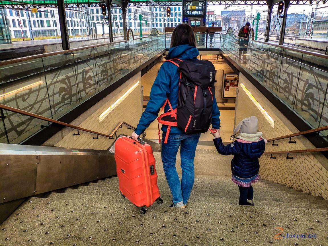 Z czym łatwiej podróżować? Schody toutrudnienie dla walizek