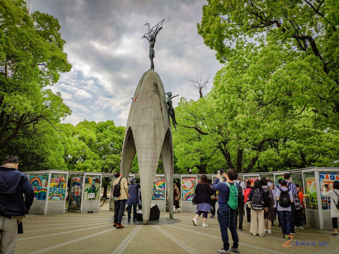 Hiroszima_pomnik_pokoju_dzieci_childrens_peace_monument_Sadako_Sasaki_zbierajsie