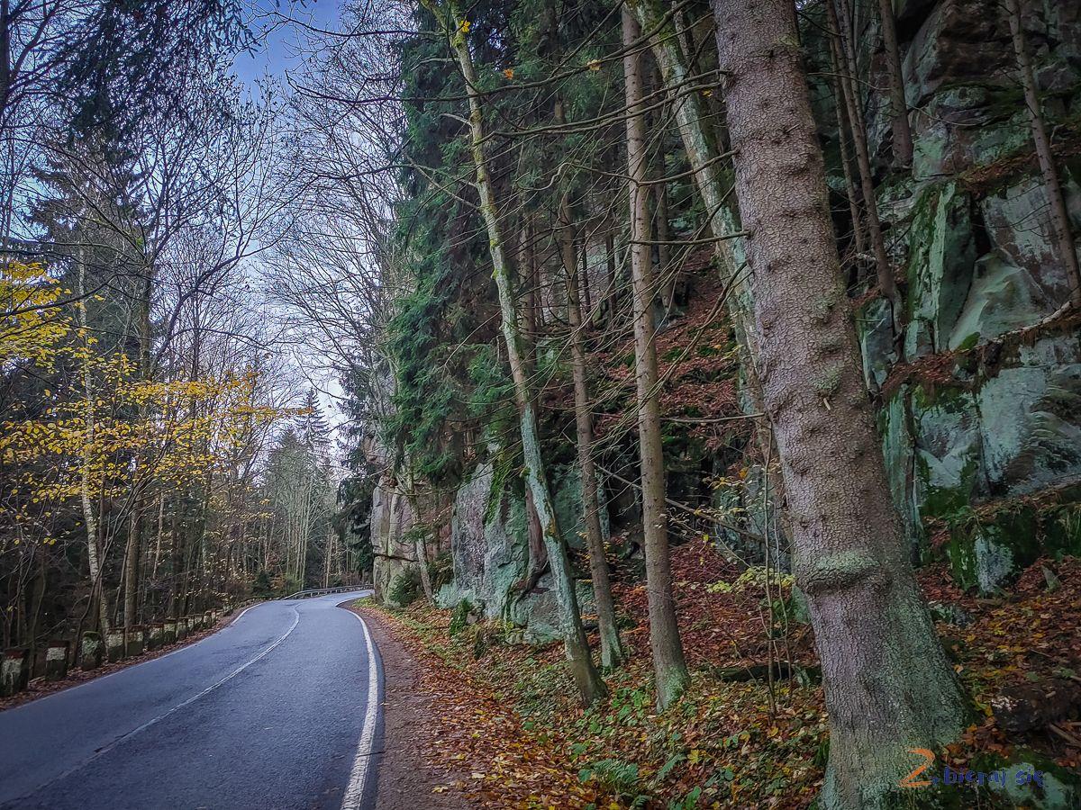 droga-stu-zakretow-co-zobaczyc-w-okolicy-radkowa-w-gorach-stolowych-zbierajsie (1)
