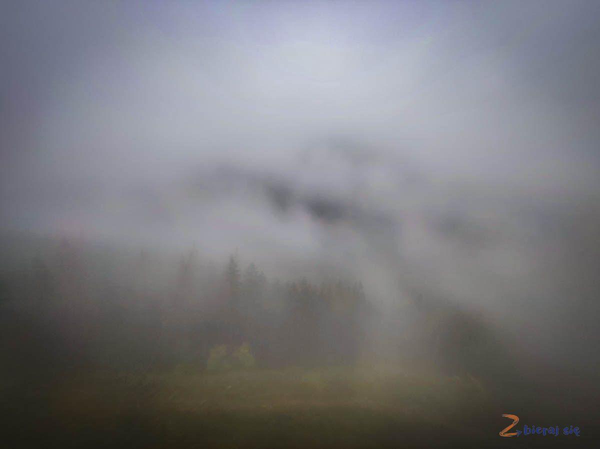 kolej linowa naKasprowy Wiech widok zokien wczasie mgły