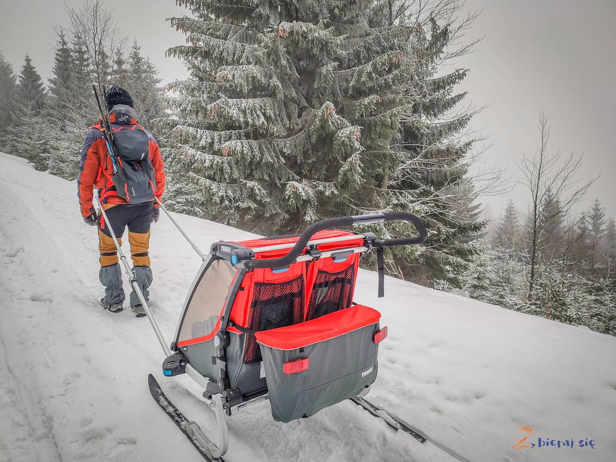 Przyczepka Thule Chariot 2 zzestawem narciarskim