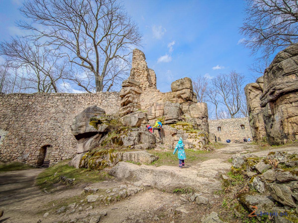 zamek-bolczow-z-wozkiem-rudawy-janowickie-zbierajsie (65)