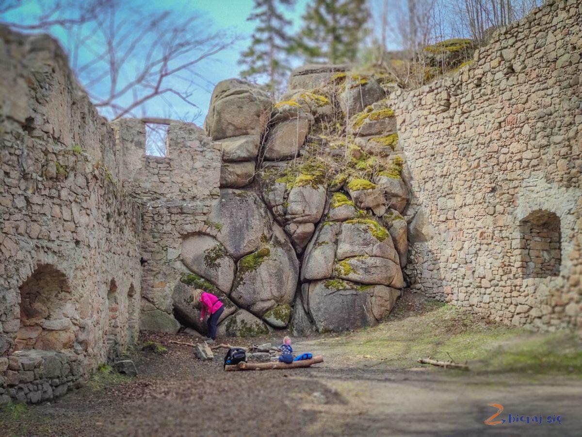 zamek-bolczow-z-wozkiem-rudawy-janowickie-zbierajsie (67)