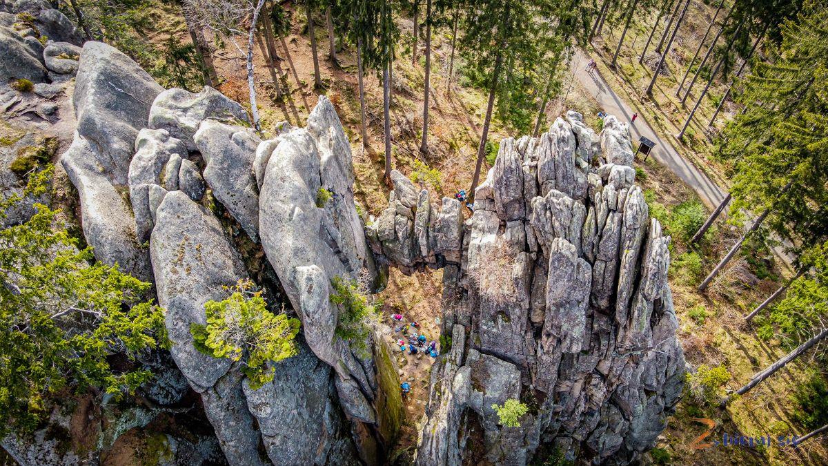 zamek-bolczow-z-wozkiem-rudawy-janowickie-zbierajsie-skalny-most (1)
