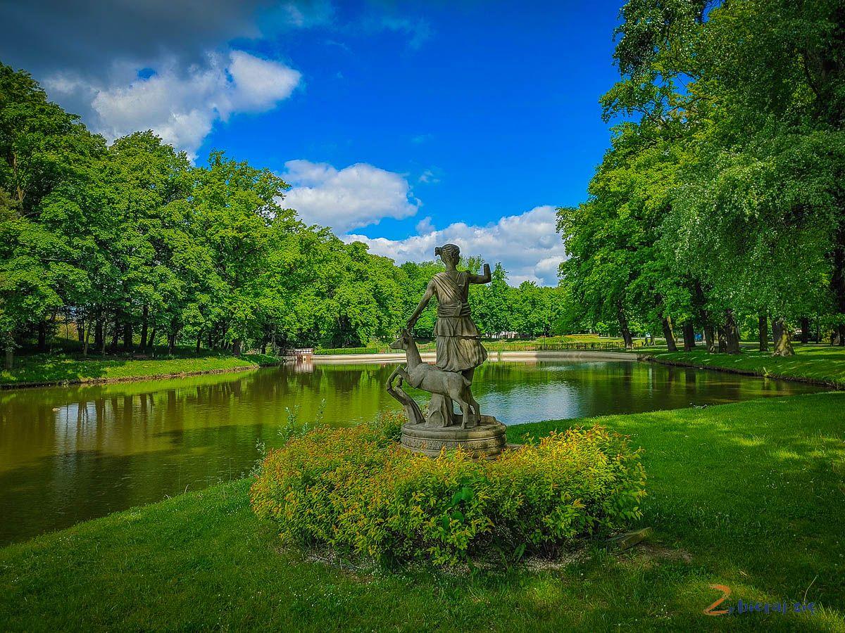 Co zobaczyć wSycowie - Park Miejski wSycowie - rzeźba mitologicznej Artemidy zLuwru