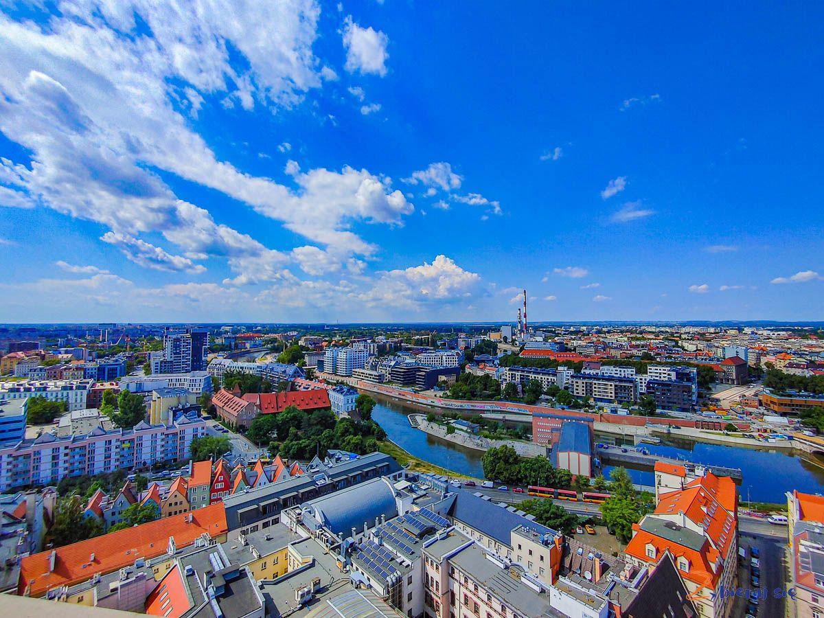 Widok zwieży widokowej kościoła garnizonowego weWrocławiu